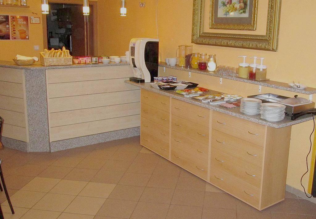 Ubytování v Horní Blatné - podávání snídaně